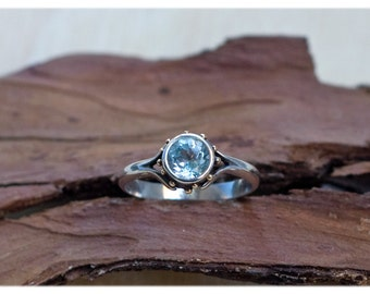 Blue topaz engagement ring: Unique engagement ring - Alternative engagement ring - Blue promise ring - Gold and silver ring - Dainty rings