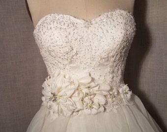 Bridal sash, iovory bridal sash, bridal flower sash, flowered sash, rhinestone sash, wedding dress sash ribbon belt, beige flower belt