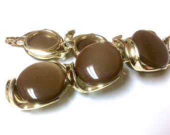 Vintage Signed Lisner Thermoset Bracelet Brown Rounds Links Gold Tone Metal