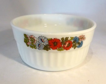 "Large Pyrex souffle dish in ""Poppy"" design – original from the 1980s"