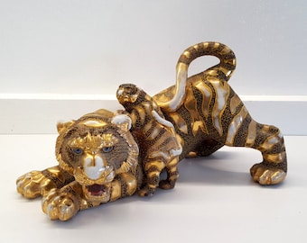 Antique vintage satsuma tiger statue with  9.65 inches