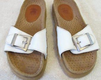 Women's,Cute White Vintage BIRKIE Style OPEN T0E Slide SANDALS By Earth Shoe.6