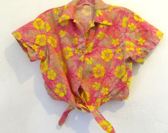 A Vintage 80's,Pretty Pink FLORAL Short Sleeve CROPPED HAWAIIAN Style Top.S