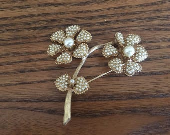 HAR Faux Pearl and Brushed Gold Flower Brooch 1201