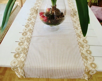 Table runners in the country house style