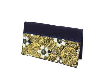 Checkbook made of blue cotton with gold motifs and cherry blossoms