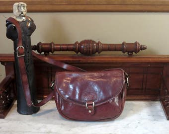 Oroton Whiskey Brown Leather Saddle Bag Style Satchel With Gold Tone Hardware And Crossbody Strap - VGC- Nice Bag