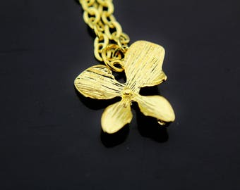 Gold Clover Necklace, Four Leaf Clover Charm Necklace,  Four Leaf Clover Charms, Leaf Charms, Personalized Necklace, Gold Leaf Jewelry