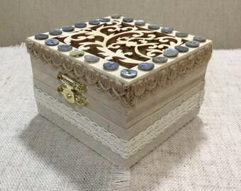 Wooden trinket box  /  jewellery box / keepsake box