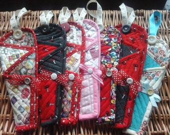 Pdf pattern for this 3 pocket quilted scissor pouch. Easy pattern and photo tutorial.