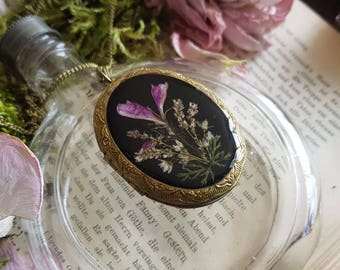 Medallion real flowers bouquet of wild flowers botanical Blütenmedallion flowers unique brass eternity love photo