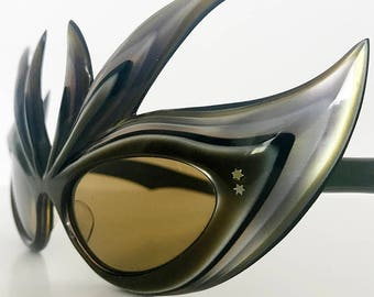 Very rare extravagant 1950s mother of pearl lucite wild french cat eye sunglasses