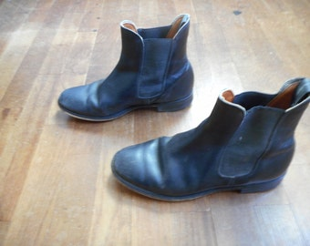 vintage 60s black leather side strap mod chelsea boot riding boot ankle boot Beatle pull on boot
