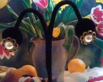 Pearl flower stud earrings