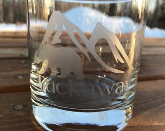 Etched whiskey glasses, Alaska theme, set of 4, personalized whiskey glass, bear, mountain, gift for him, outdoorsman gift, double rocks