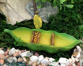 Miniature Pea Pod Canoe and Leaf Oar - 2 pc set