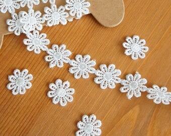 "Hollow Daisy Lace Trim 17mm/ 0.7"" Shine White Floral Ribbon Margareta Applique Mori Lolita Fashion Doll Dress Embellishment Sewing Craft DIY"