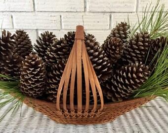 "Bulk Box of 40-50  (3""-5"") Alabama Loblolly and Long Leaf Pine Cones"