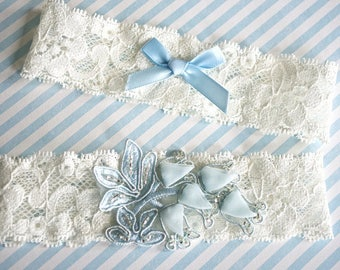 Ivory and blue stretch lace garter set,  Wedding garter set
