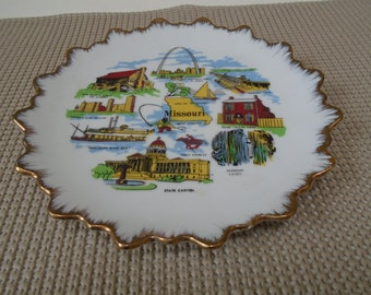 Fun Vintage 1960's Souvenir of Missouri - 7 inch plate in excellent condition - The Arch, The Capitol, Missouri Caves, K.C. Skyline and more