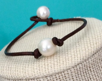 Pearl on leather bracelet,leather pearl bracelet,single pearl bracelet,single pearl on leather bracelet,pearl leather bracelet