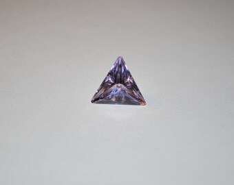 13.0 x 13.0 (4.04cts) Medium/Light Purple Triangle Cut Amethyst Stone