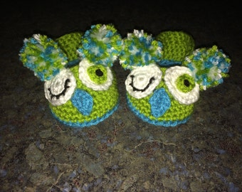 Winking Baby Owl booties 3-6 month - Turquoise Blue, Green and White - Ready to Ship