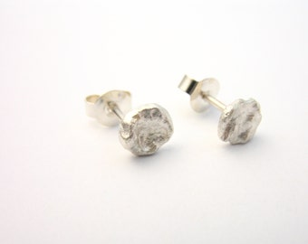 small Silver earrings, round earrings with irregular surface, small stone look, earrings 925 Silver earrings