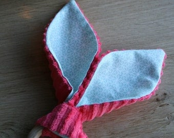 Teething ring in natural wood and cotton minkee fabric bunny ears