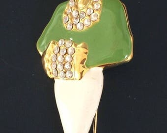 Lovely Vintage High Society Lady Brooch .