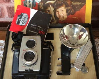 Vintage Kodak Brownie Reflex 20 outfit camera orginal box an accessories 44E