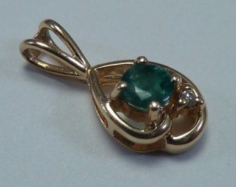 14K Yellow Gold Emerald Pendant with Diamond, .8 grams