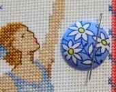 White Daisy Flowers Needle Minder