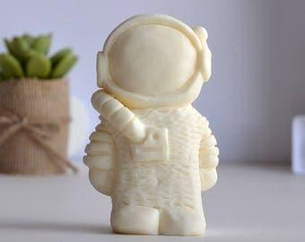 Spaceman / Astronaut Figurine
