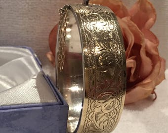 """Exceptional Vintage ENGLISH Sterling Silver-9ct GOLD Front Bangle-Beautiful Etched Front-1.8cm or 3/4"""" Wide-29.78 grams"""
