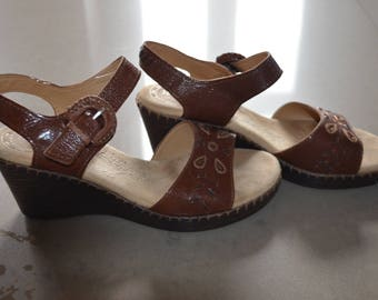 Code FOREVER15: 15% + discount women's BOHO HIPPIE Vintage 1980s Naturalizer open sandals 7.5 heel