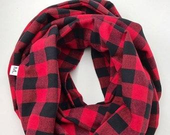 Round red/black Plaid scarf