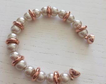 Pink gold bracelet and white pearls