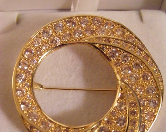 ELEGANT LARGE BROOCH