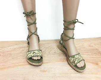 Vintage Gladiator Espadrilles Sandals Women Size 8 8.5 / Bandolino Green and White Strappy Sandals 38.5 39