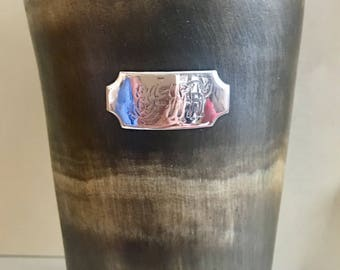 Horn beaker with silver cartouche  with great age