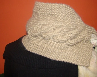 White scarf, Winter Scarf, Cowl, Knit Scarf, Women scarf, Circle scarf, Chunky scarf, Gift for Mom, Hooded scarf