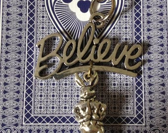 "Antique Silver Tone ""Believe"" Magic Playing Card Rabbit Keyring"