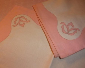 2 beautiful vintage pillowcases, mint condition, old shabby decor