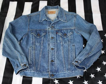 Vintage 90s Levi Strauss & Co 70506 0214 Denim Trucker Jacket Size 40 M Red Tab Little E Hand Warmers Made in USA