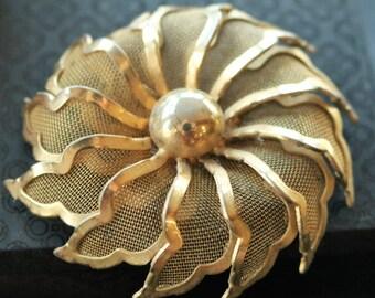 Vintage Gold Tone Mesh Flower Brooch/Pin