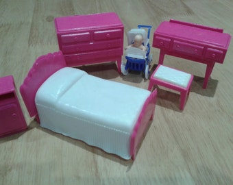 Vintage doll's house bedroom furniture - ** now reduced **