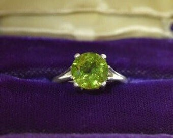 Gorgeous! Brand New 2.25 ct Natural Peridot Ring Stering Silver Size 7