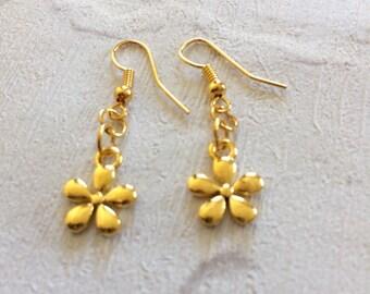 Gold Flower  Earrings, Flower Earrings, Gold  Earrings, Bridesmaid Earrings, Boho Earrings, Flower Jewellery, Girls Jewellery, Durzy Earring