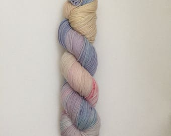 Hand Dyed 80/20 Superwash Merino Nylon Sock Weight Knitting 399yard Dreamers